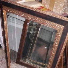 Antigüedades: ESPEJO BISELADO CON MARCO DE MADERA. Lote 65841926