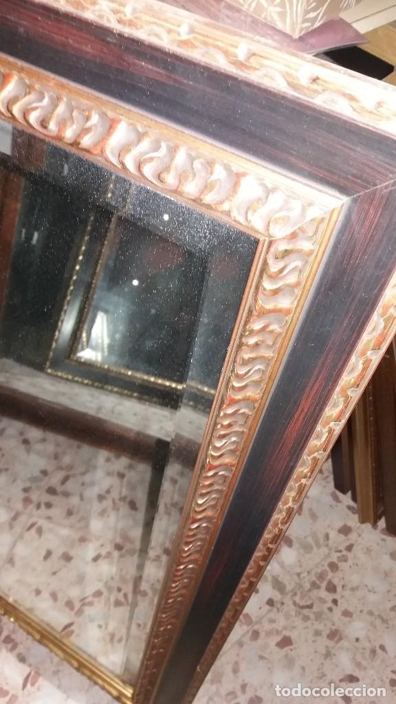 Antigüedades: ESPEJO BISELADO CON MARCO DE MADERA - Foto 2 - 65841926