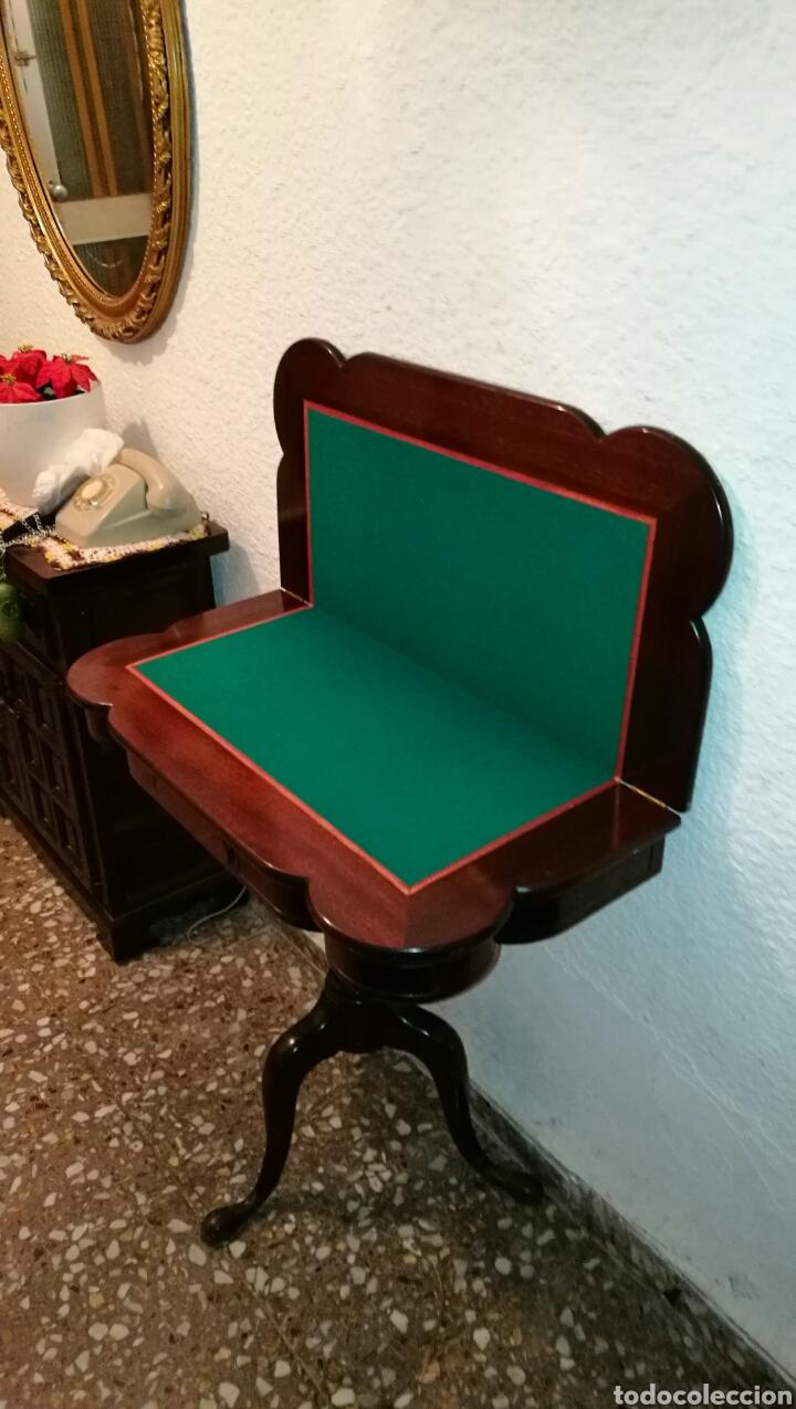 PRECIOSA Y ELEGANTE MESA PARA JUEGOS DE MADERA PARA CARTAS . PLEGABLE . ANTIGUA . (Antigüedades - Muebles Antiguos - Mesas Antiguas)