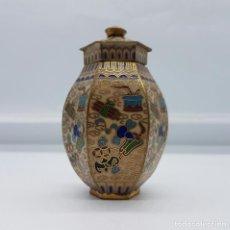 Antigüedades: BELLO TIBOR ANTIGUO CHINO CON MOTIVOS ORIENTALES EN BRONCE CON ESMALTES CERÁMICOS CLOISONNÉ .. Lote 65877638