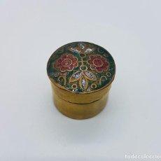 Antigüedades: CAJITA PARA RAPE ANTIGUA EN BRONCE CON DETALLES EN ESMALTE TIPO CLOISONNÉ .. Lote 65882414