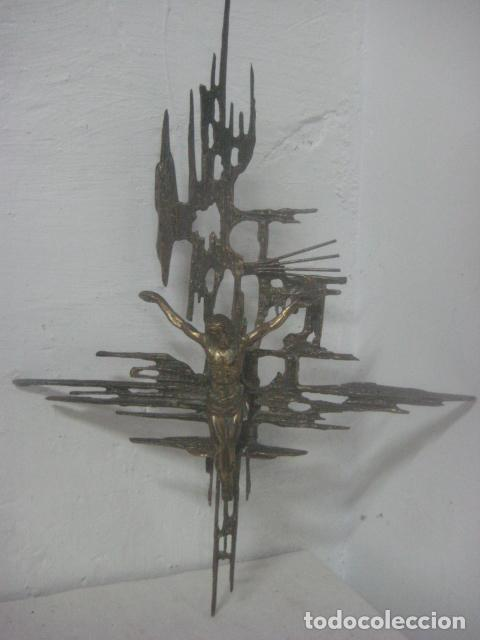 Antigüedades: IMPRESIONANTE CRUCIFIJO MODERNISTA HECHO COMPLETO EN BRONCE MACIZO DATA DEL 1930, MUY DALINIANO - Foto 2 - 65883394