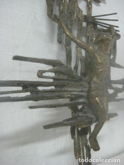 Antigüedades: IMPRESIONANTE CRUCIFIJO MODERNISTA HECHO COMPLETO EN BRONCE MACIZO DATA DEL 1930, MUY DALINIANO - Foto 5 - 65883394