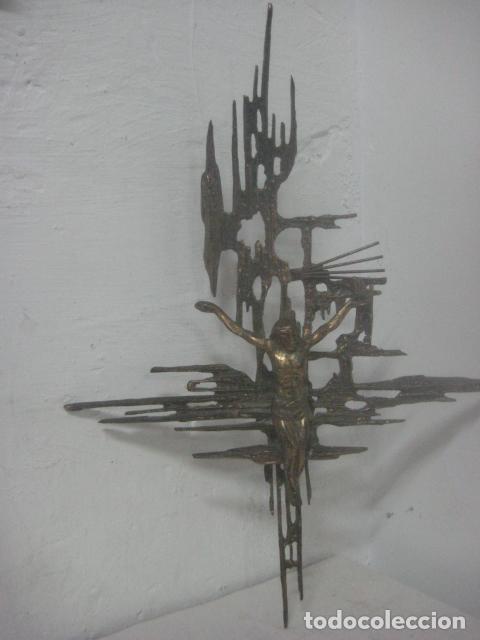 Antigüedades: IMPRESIONANTE CRUCIFIJO MODERNISTA HECHO COMPLETO EN BRONCE MACIZO DATA DEL 1930, MUY DALINIANO - Foto 7 - 65883394