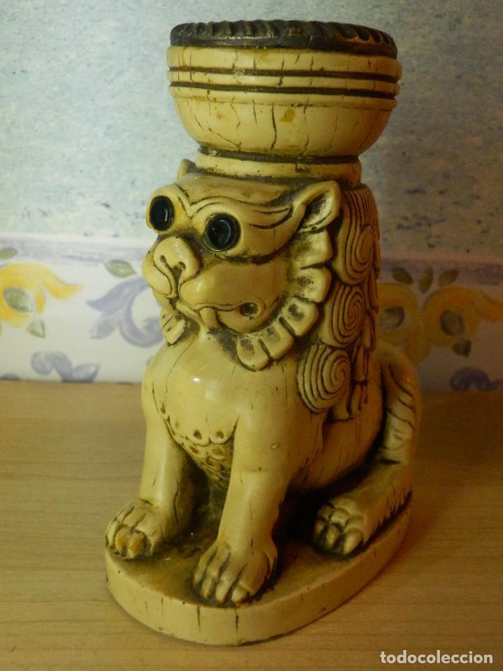 Antigüedades: Muy Antiguo Portavelas - León - 14,5 cm. de altura - Muy pesado - Foto 2 - 65899906