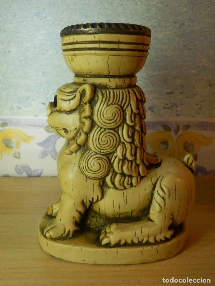 Antigüedades: Muy Antiguo Portavelas - León - 14,5 cm. de altura - Muy pesado - Foto 3 - 65899906