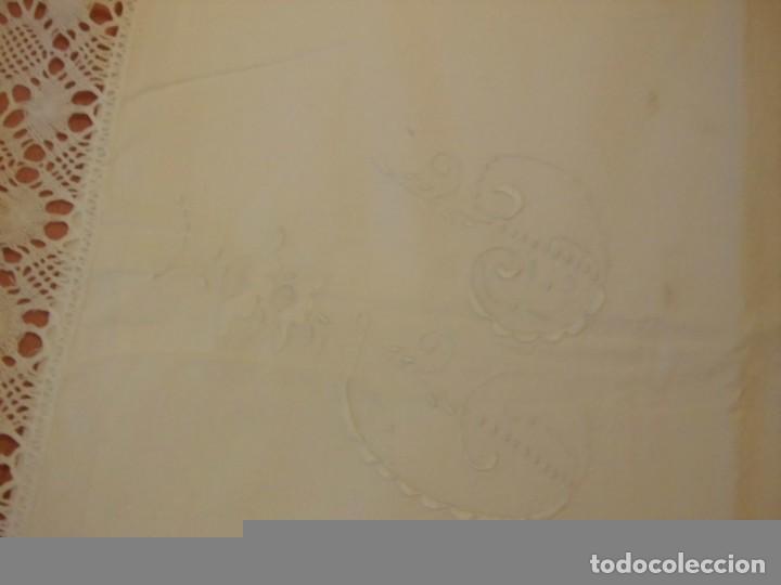 Antigüedades: SABANA Y ALMOHADON DE ALGODON BORDADA CON PUNTILLA LETRA P D Y FLOR - Foto 12 - 65935346