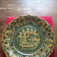 Antigüedades: ANTIGUO PLATO EN ARCILLA PINTADO A MANO. LA CARTUJA PICKMAN. SEVILLA. Lote 65981158