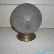 Antigüedades: ANTIGUO GLOBO DE TECHO MODERNISTA AÑOS 1920 CRISTAL DEL GLOBO GRABADO. Lote 65987106