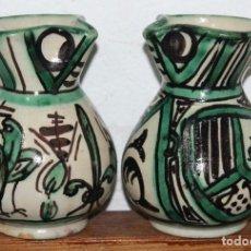 Antigüedades: PAREJA DE JARRAS EN CERÁMICA ESMALTADA DE TERUEL - FIRMADAS PUNTER - MEDIADOS SIGLO XX. Lote 66042370
