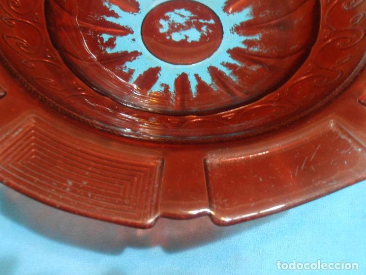 Antigüedades: PALANGANA DE VIDRIO GRUESO CON GREGA, COLOR ROJO - Foto 6 - 66165642