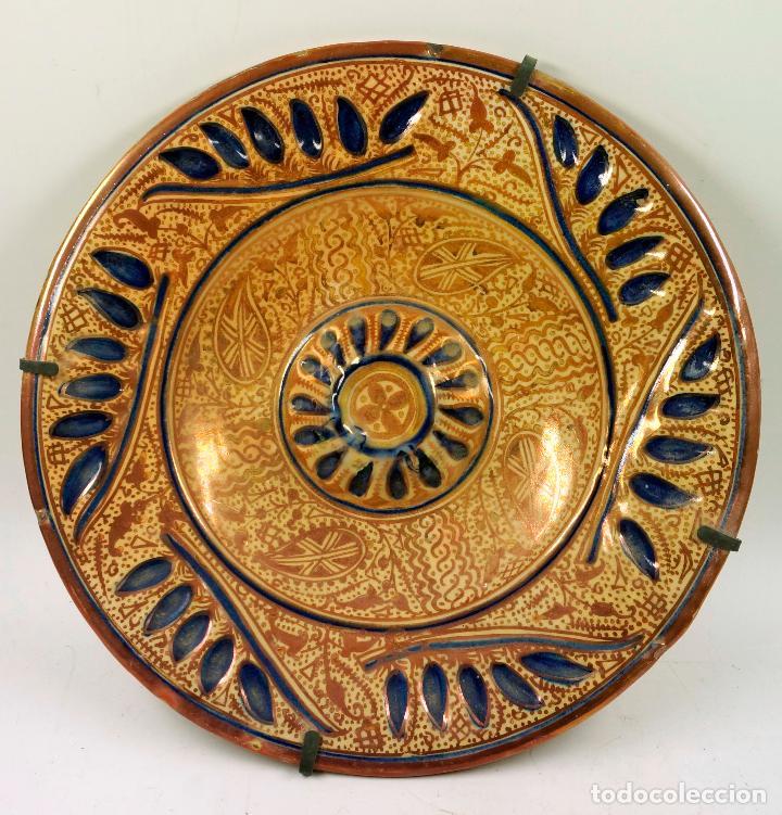 PLATO DE REFLEJOS DE MANISES 39 CM. DE DIÁMETRO, VER FOTOS. (Antigüedades - Porcelanas y Cerámicas - Manises)