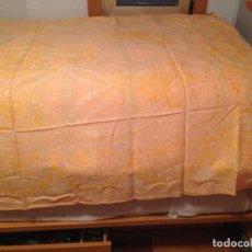 Antigüedades: COLCHA ADAMASCADA MATRIMONIO. Lote 66218026