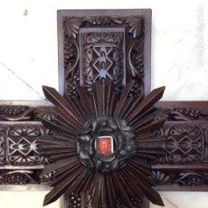 Antigüedades: RELICARIO CON CRISTO CORAL SIGLO XIX. CRUZ, CRUCIFIJO DE CAOBA.. Lote 66219281