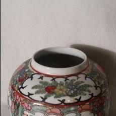 Antigüedades: DECORATIVO JARRON ORIENTAL CHINO EN PORCELANA, SELLADO EN LA BASE, MED. 13 CMTS DIAMETRO. Lote 66243962