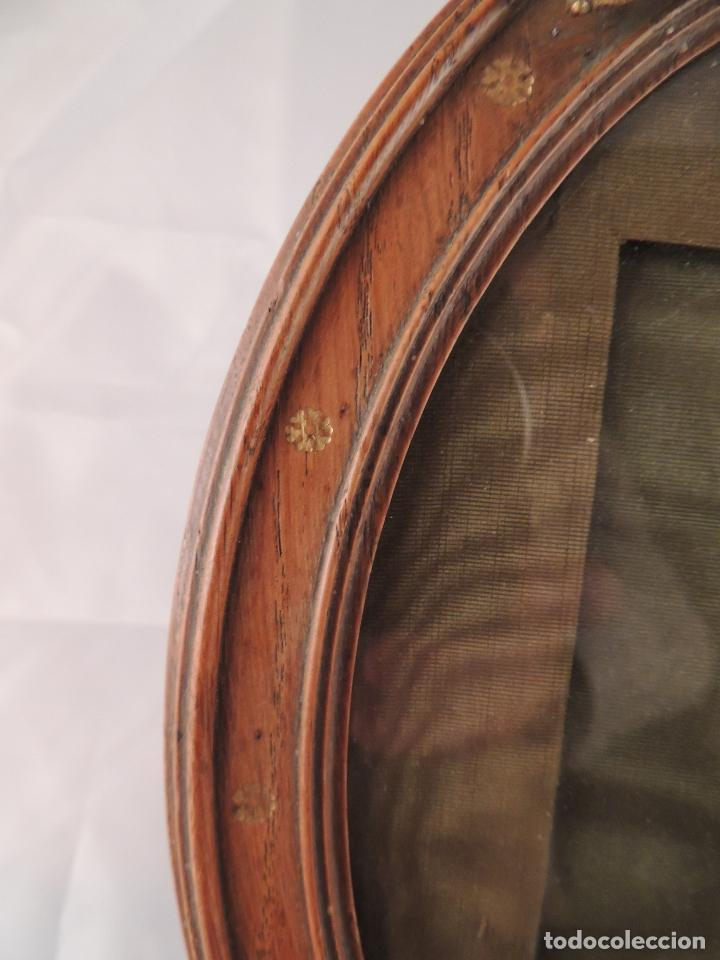 Antigüedades: MARCO DE FOTOS PORTAFOTOS DE ROBLE CON COPETE DE LAZO EN BRONCE - Foto 4 - 66252954