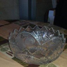 Antigüedades: IMPONENTE FRUTERO DE CRISTAL DE BOHEMIA TALLADO. REPÚBLICA CHECA. Lote 66267502
