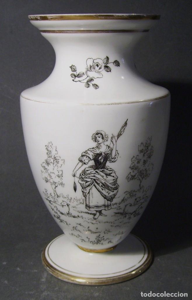 JARRÓN DE OPALINA BLANCA (Antigüedades - Porcelanas y Cerámicas - Otras)