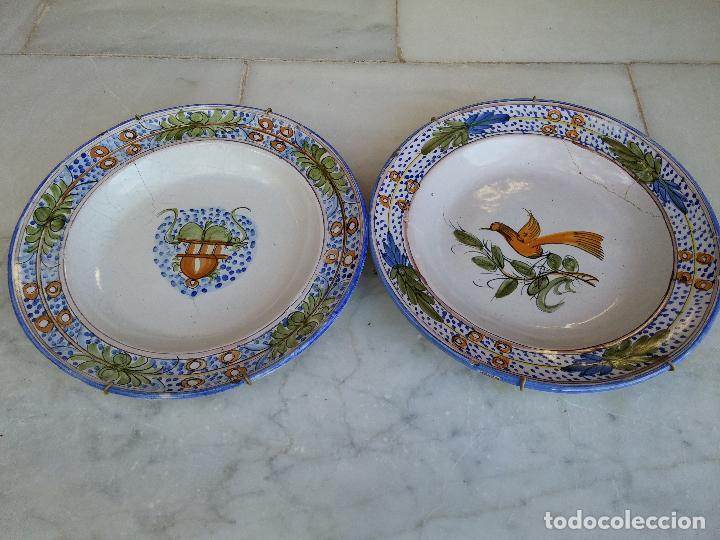 Antigüedades: Antigua pareja de platos pintados a mano en ceramica Talavera siglo XIX - Foto 2 - 66438474