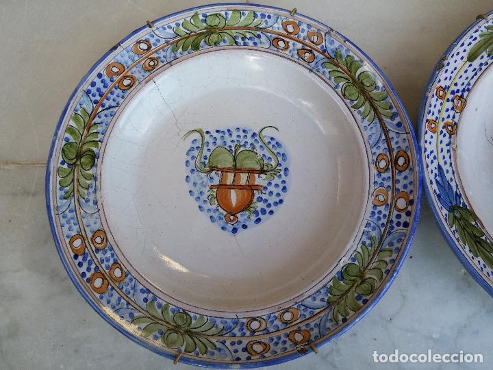 Antigüedades: Antigua pareja de platos pintados a mano en ceramica Talavera siglo XIX - Foto 3 - 66438474