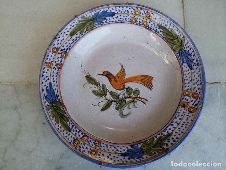 Antigüedades: Antigua pareja de platos pintados a mano en ceramica Talavera siglo XIX - Foto 8 - 66438474