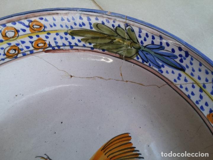 Antigüedades: Antigua pareja de platos pintados a mano en ceramica Talavera siglo XIX - Foto 10 - 66438474