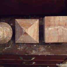 Antigüedades: LOTE TRES FIGURAS GEOMETRICAS - ELEMENTOS ARQUITECTONICOS - PIEDRA O MARMOL ROJIZO. Lote 66465946