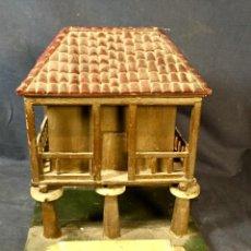 Antigüedades: HORREO MADERA ARTESANAL CAJA PARA TE O SIMILAR TAPA TEJADO ASTURIAS FOLK TRADICIONAL. Lote 66518082
