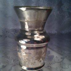 Antigüedades: JARRONCITO EN CRISTAL ESPEJO, SOPLADO CON MERCURIO Y DECORACIÓN FLORAL. BOHEMIA. S. XIX.. Lote 66605506