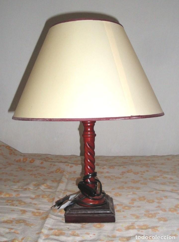 lampara de mesilla antigua pie y cuerpo en madera labrada
