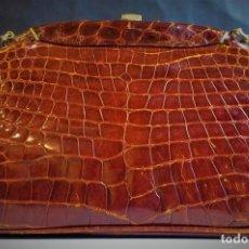 Antigüedades: BOLSO EN PIEL GRABADA. ESPAÑA. CIRCA 1950. Lote 66846934