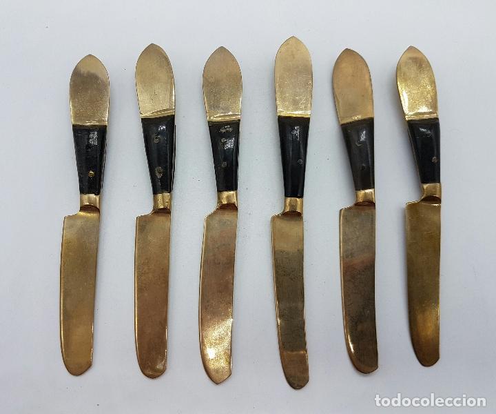 Antigüedades: Juego antiguo de cuchillos para postre en bronce Tailandes con buda en relieve y mago de asta, SIAM - Foto 2 - 66871930