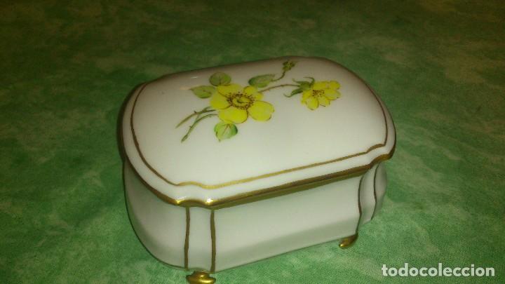 Antigüedades: Precioso joyero de porcelana,pintado a mano. giraud limoges france - Foto 2 - 66879594
