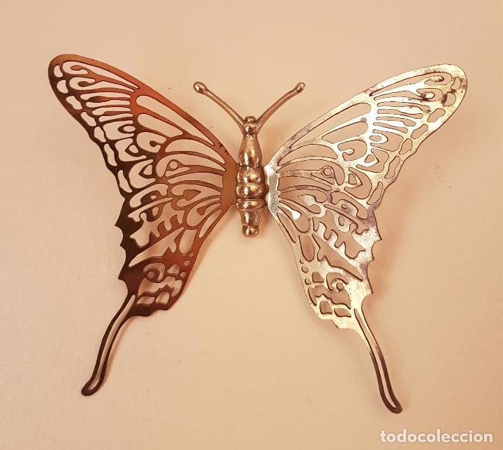 Antigüedades: Mariposa antigua decorativa para colgar en latón troquelado . - Foto 2 - 66882962