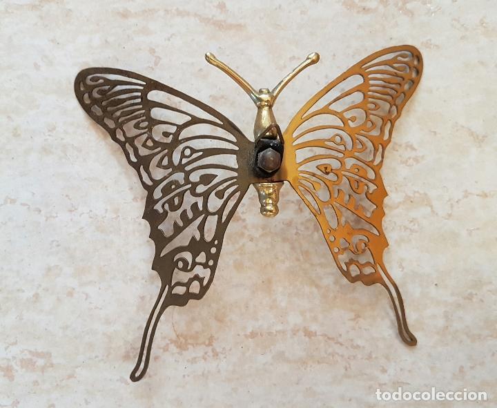 Antigüedades: Mariposa antigua decorativa para colgar en latón troquelado . - Foto 4 - 66882962