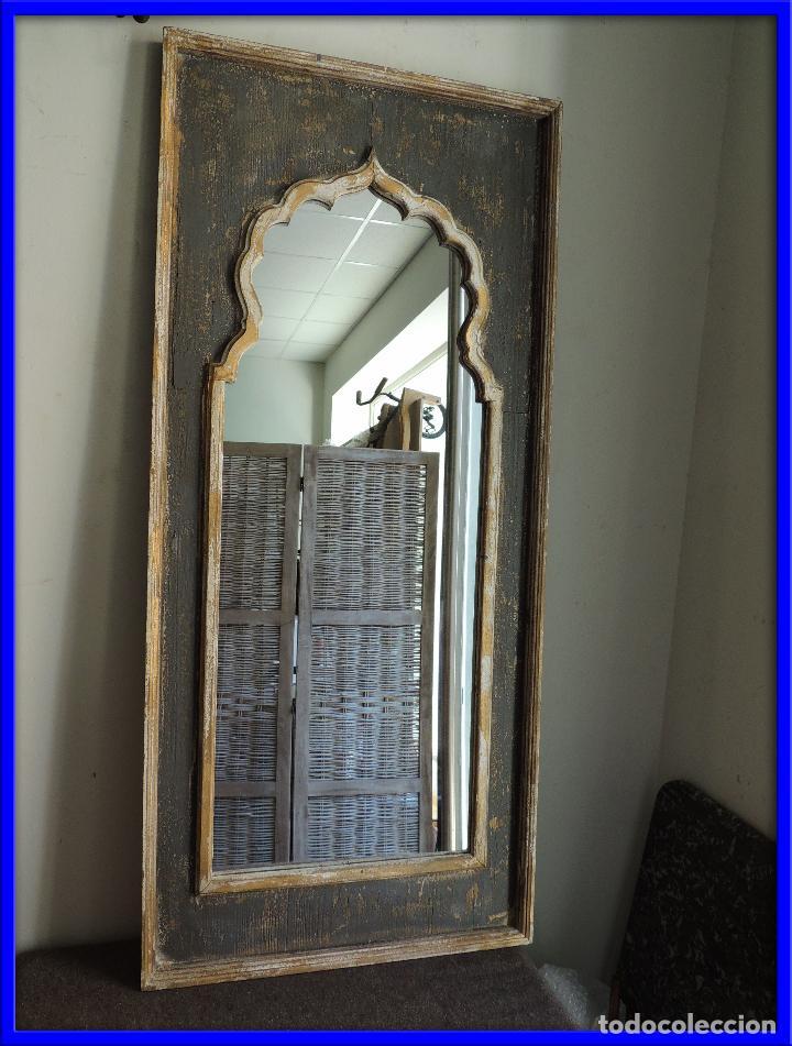 ESPEJO DE MADERA PINTADO EN DECAPE CON FORMAS ARABES (Antigüedades - Muebles Antiguos - Espejos Antiguos)
