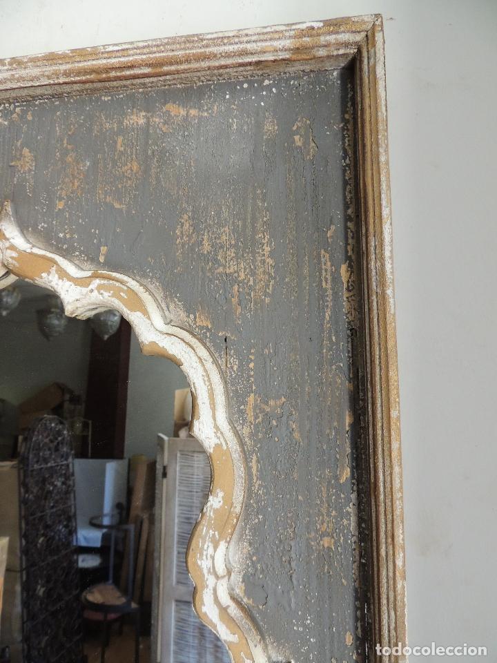Antigüedades: ESPEJO DE MADERA PINTADO EN DECAPE CON FORMAS ARABES - Foto 6 - 151178660