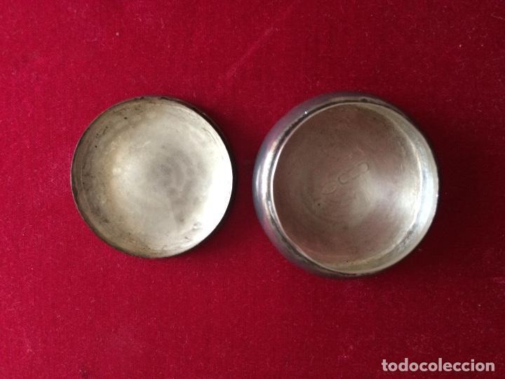 Antigüedades: Antiguo pastillero o pequeña cajita realizada en plata inglesa - Foto 3 - 66928946