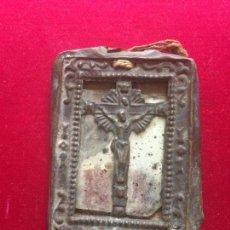 Antigüedades: ANTIGUO ESCAPULARIO METÁLICO CON CRUCIFIJO . Lote 67006026