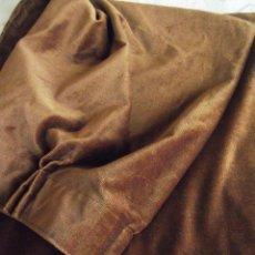 Antigüedades: CORTINA DE TERCIOPELO, RETAL MARRON CHOCOLATE, INDUMENTARIA, TAPICERIAS. Lote 67072406