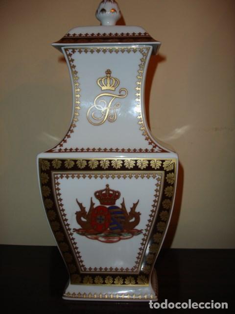 JARRON CONMEMORATIVO BODA REINA MARIA II DE PORTUGAL LISBOA 1886.COMPAÑIA DE INDIAS 34 CM ALTURA (Antigüedades - Porcelanas y Cerámicas - Otras)