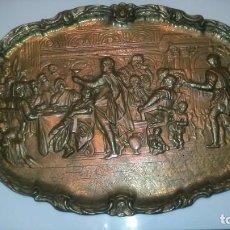 Antigüedades: BODAS DE CANAAN, BADEJA COLGAR 44X28 DE BRONCE, PESA 4 KG.,. Lote 67177853