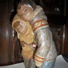 Antigüedades: FIGURA LLADRO NIÑOS DEL ARTICO ESQUIMALES. Lote 67186965