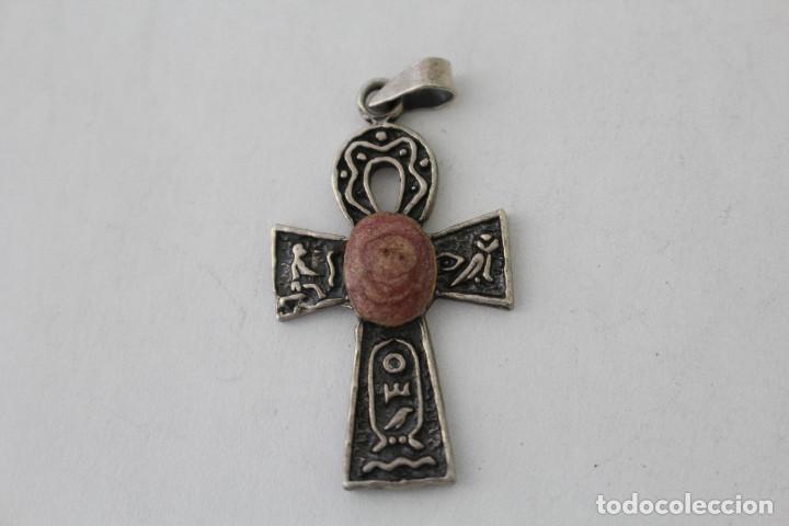 COLGANTE CRUZ ANTIGUA EN PLATA DE LEY CON PIEDRA VIOLETA (Antigüedades - Religiosas - Cruces Antiguas)