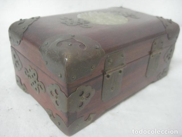 Antigüedades: PRECIOSO COFRE, BAUL, JOYERO EN MADERA PALO ROSA CON PIEZA DE JADE FRONTAL TALLADA, DATA DEL 1900 - Foto 2 - 67274945