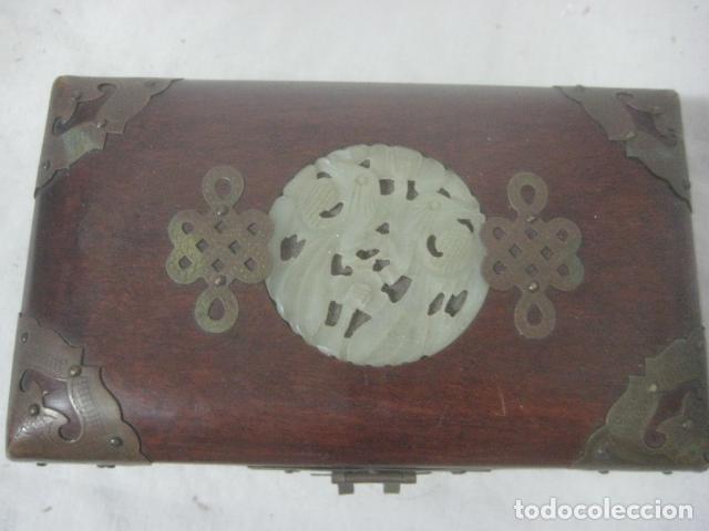 Antigüedades: PRECIOSO COFRE, BAUL, JOYERO EN MADERA PALO ROSA CON PIEZA DE JADE FRONTAL TALLADA, DATA DEL 1900 - Foto 3 - 67274945