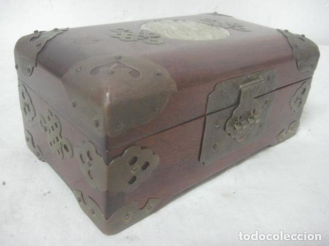 Antigüedades: PRECIOSO COFRE, BAUL, JOYERO EN MADERA PALO ROSA CON PIEZA DE JADE FRONTAL TALLADA, DATA DEL 1900 - Foto 5 - 67274945