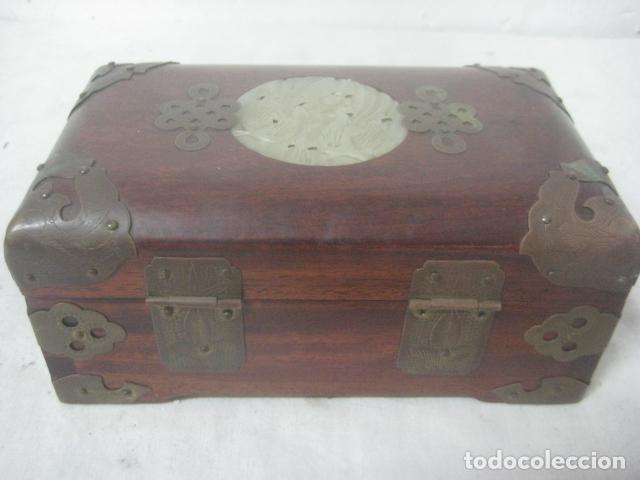 Antigüedades: PRECIOSO COFRE, BAUL, JOYERO EN MADERA PALO ROSA CON PIEZA DE JADE FRONTAL TALLADA, DATA DEL 1900 - Foto 6 - 67274945