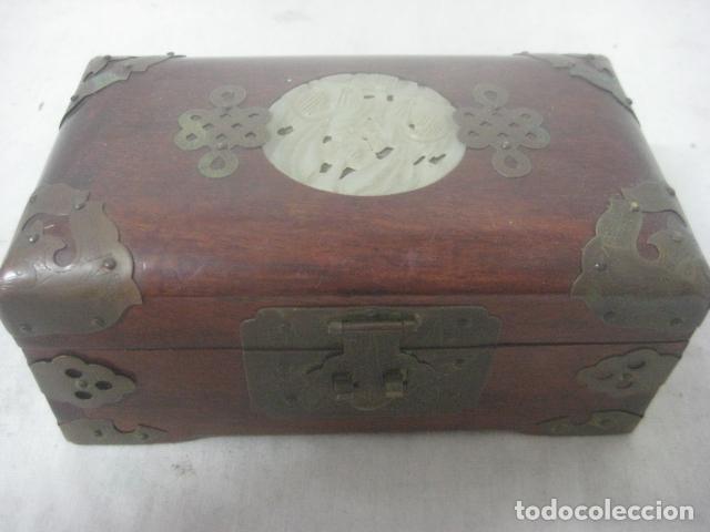 Antigüedades: PRECIOSO COFRE, BAUL, JOYERO EN MADERA PALO ROSA CON PIEZA DE JADE FRONTAL TALLADA, DATA DEL 1900 - Foto 8 - 67274945