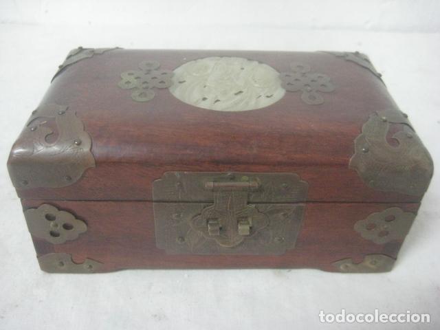Antigüedades: PRECIOSO COFRE, BAUL, JOYERO EN MADERA PALO ROSA CON PIEZA DE JADE FRONTAL TALLADA, DATA DEL 1900 - Foto 22 - 67274945
